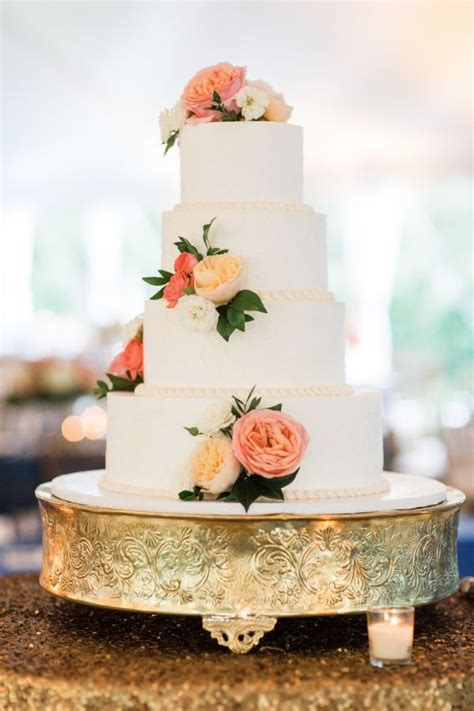 Backyard Wedding Cake Ideas by 1000 Ideas About Backyard Wedding On