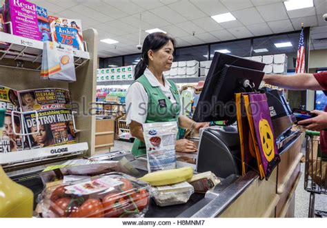 publix grocery store employee stock photos publix grocery store employee stock images alamy