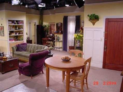 Phoebe Apartment 71 Best Images About Friends Apartment Get The Look On