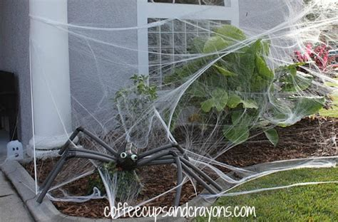diy spooky spider lawn decor coffee cups and crayons
