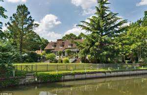 thames river in which country eighteenth century country mansion where elgar wrote his