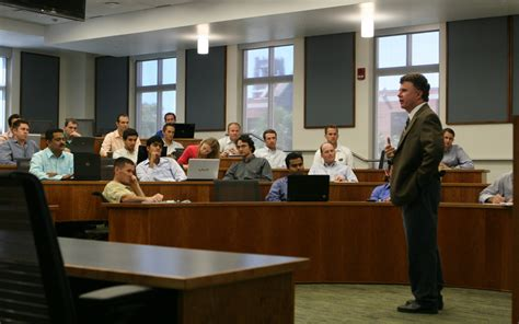 Uf Mba Current Students by The Economist Uf Mba Ranks Among Nation S Top 10