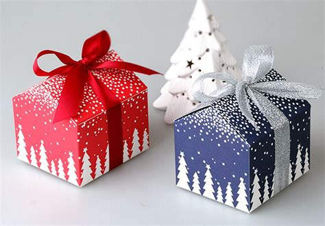 new year box 50pcs and new year tree house mini box