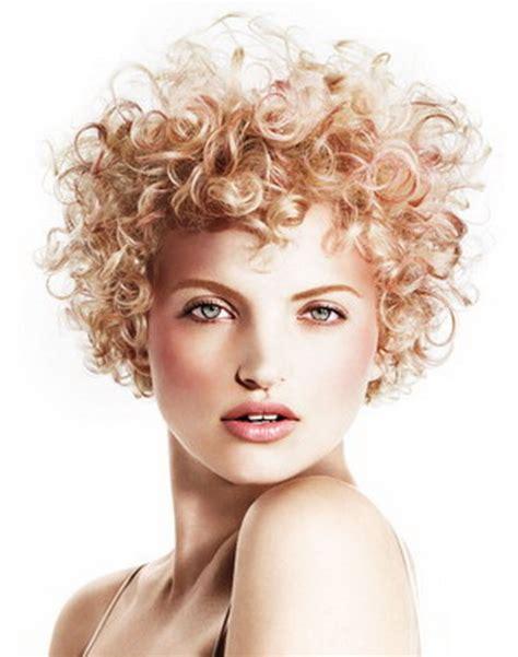 Krullend Haar by Kapsels Kort Krullend Haar