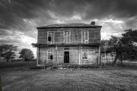 x haunted house 7 things you must before selling a haunted house