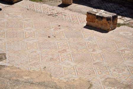 varie forme di sedere tour a jerash in giordania foto di jerash gerasa