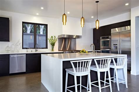 pod pendants in amber over kitchen island