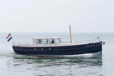 yacht opblaasboot naz schepen introduceert het eerste wanderer motorjacht