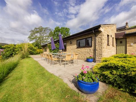 Cottages To Rent In Castleton Peak District by Big Cottage To Rent In The Peak District In Derbyshire
