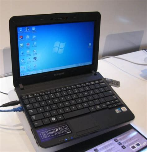 Samsung Rugged Laptop by On With The Samsung Nb30 Semi Rugged Netbook
