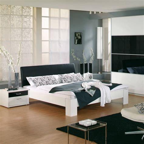 futonbett in schlafzimmer ideen futonbett plus 180x200 wei 223 schwarz 2 nachttische