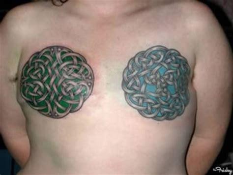 tak punya payudara wanita wanita  pasang tato