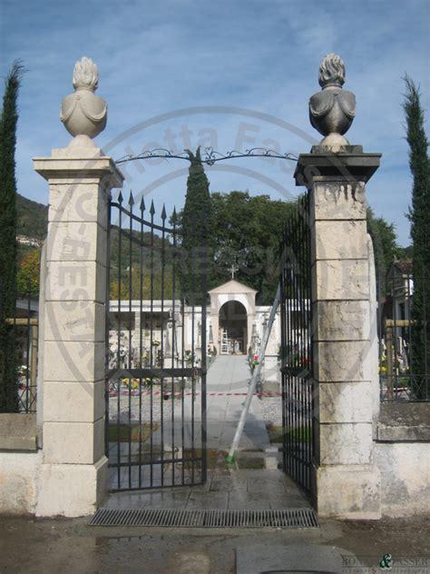 cancelli d ingresso pilastri cancello d ingresso cimitero di marcheno
