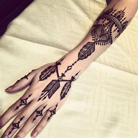 19 beautiful feather henna designs you will love to try