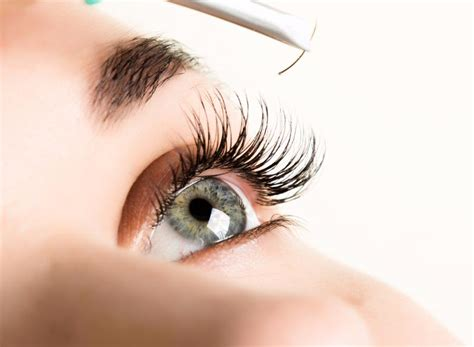 How To Apply Eye Lash Extensions by Using A Dvd To Learn How To Apply Eyelash Extensions 3d