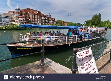 boat parts windsor river thames cruise boat and passengers leaving the
