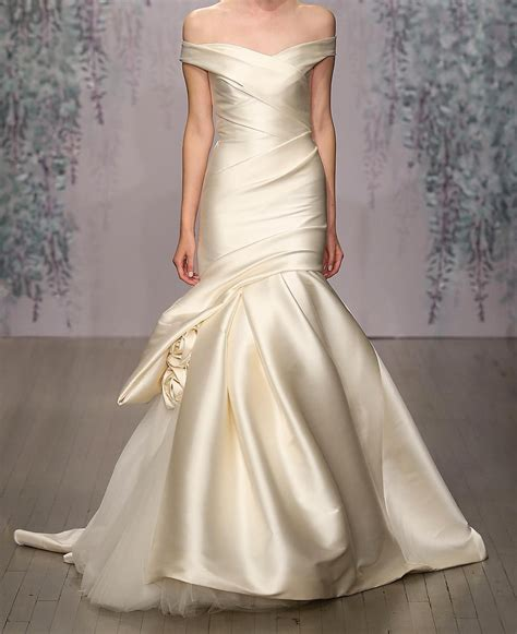 ivory color dress what a stunning and dress in a soft ivory colour