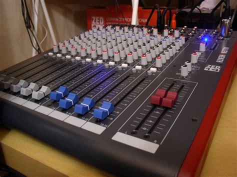 Mixer Allen Heath Zed 14 allen heath zed 14 image 315789 audiofanzine