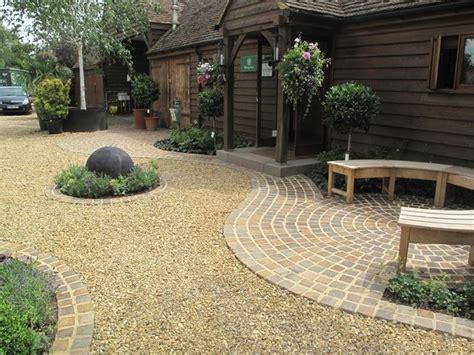 il giardino di cemento pavimentazione giardino pavimento per esterni come scegliere la pavimentazione per il giardino