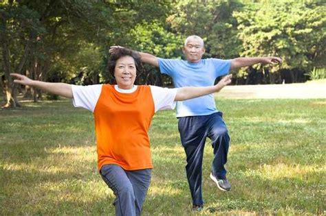 Barbel Untuk Senam ini gerakan senam lansia yang membantu tubuh tetap bugar alodokter