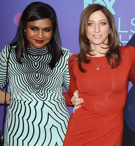 mindy kaling stroller chelsea peretti gets love from fellow new mom mindy kaling