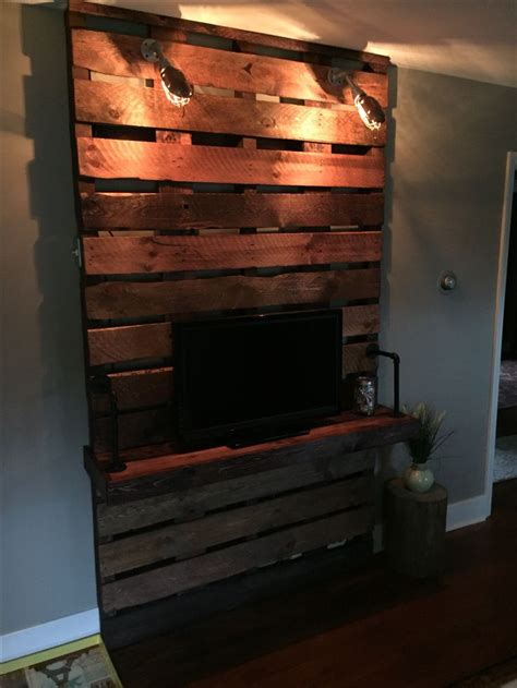 Made Stand pallet tv stand