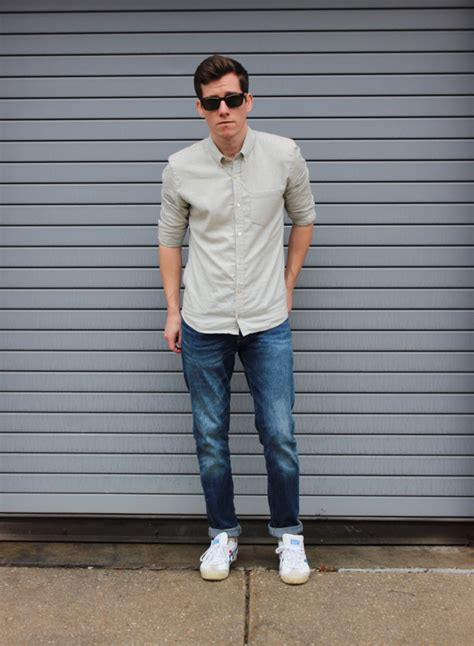 how should a 50 year old man dress for summer simple casual outfit for men