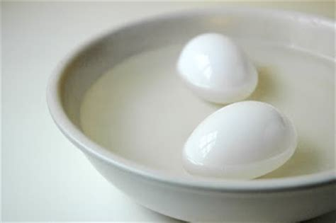 eggs at room temperature room temperature eggs better for cakes the hill and on a roll