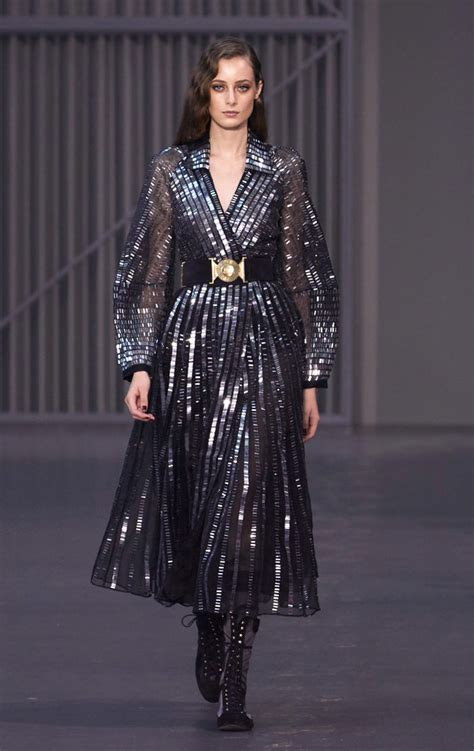 Catwalk To Carpet Gellar In Temperley by Fashion Week Temperley Fall 2018 Collection