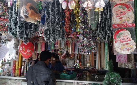 Lu Hias Untuk Pohon Natal akhir november geliat penjualan pernak pernik natal mulai meningkat 2018 harianindo