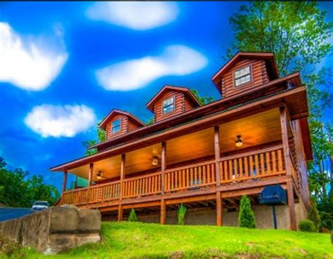 6 bedroom cabins in pigeon forge pigeon forge cabin hawk s nest 6 bedroom sleeps 16