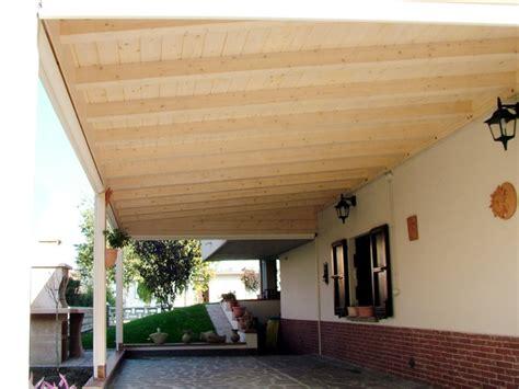 soffitto perlinato porticato con colonne ad una falda linea classica