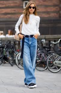 Modern way of wearing trendy baggy jeans for college girls trendy
