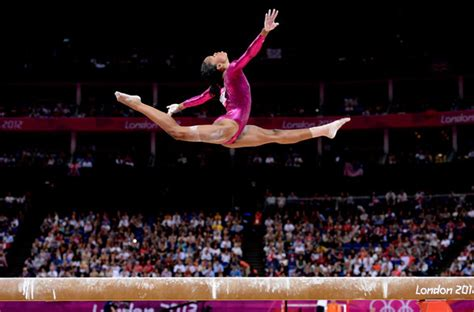 gymnast gabrielle douglas donates olympic items to smithsonian cbs dc strong is the new beautiful 187 hello perfect