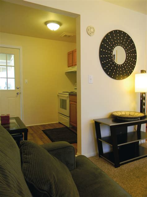 one bedroom apartments in carbondale il saluki apartments carbondale il apartment finder