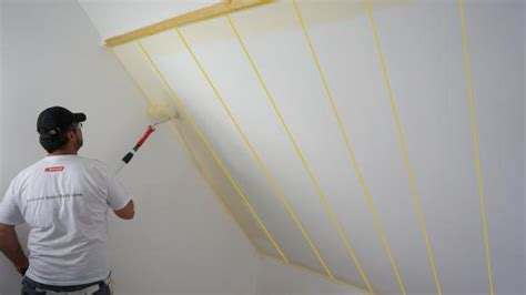 dachschräge streichen schlafzimmer holz massiv