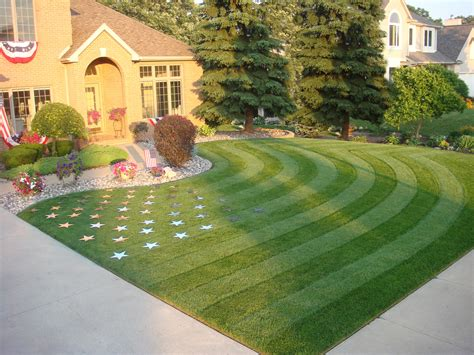 a 1 landscaping the 11 most patriotic lawns and landscapes on independence day service autopilot