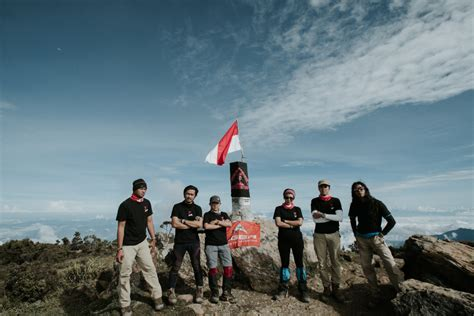 Film Negeri Dongeng Menceritakan Tentang | negeri dongeng perjalanan menjelajahi puncak puncak