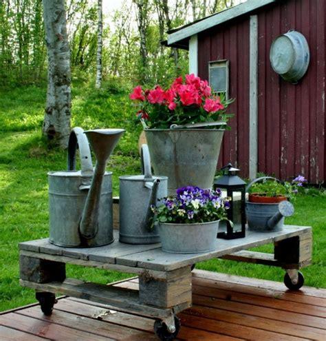 arredare una terrazza con piante free porta fiori con ruote come utilizzare i pallet per
