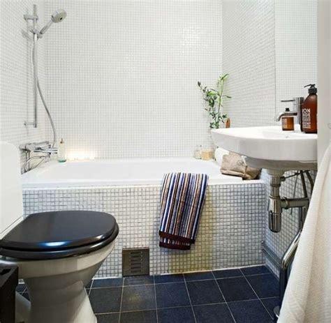 bagno piccolo con vasca arredare un bagno piccolo quadrato foto 15 20 design mag