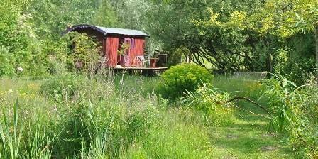 Plan De Jardin Sauvage by La Roulotte Des Marais Une Chambre D Hotes Dans Le Pas