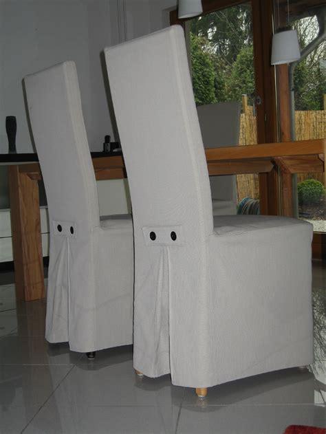 moderne esszimmerstühle moderne esszimmerst 252 hle mit hellgrauen hussen die bez 252 ge