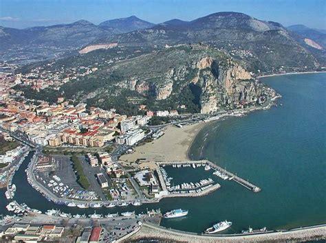 porto di terracina terracina in italia con diversi siti di interesse vicino