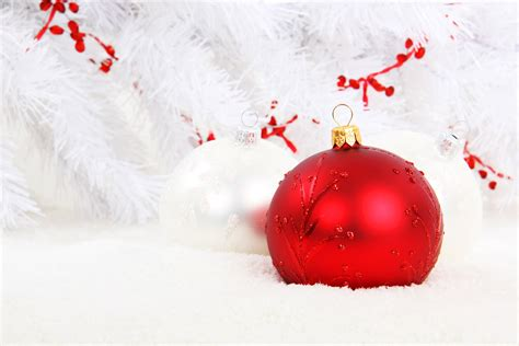 wallpaper christmas white 20 more ball decoration for a free christmas wallpaper and