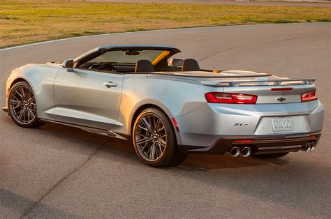 camero convertible 2017 chevrolet camaro zl1 convertible debuts at new york show