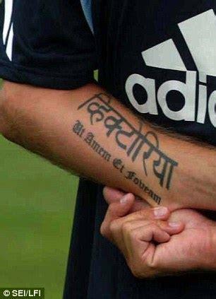 arti  balik tatto  menghiasi tubuh david beckham unik