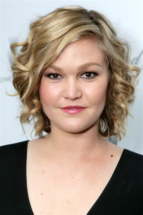 julia stiles 2018 cheveux yeux pieds jambes style