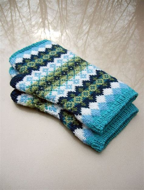knitted bliss corrie fair isle mitts via knitted bliss knit this