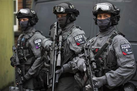 terrorist alert issued  machine guns   streets