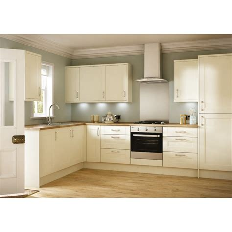 Kitchen Without Cornice by Emly Matt Shaker Door Kitchen